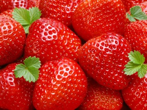 dimagrire con le fragole, dieta della frutta, fragole, sgonfiarsi con le fragole,
