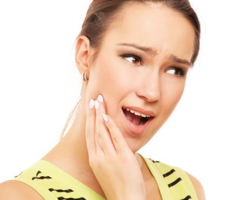 rimedi naturali,mal di denti,aglio denti,cipolla denti,salvia denti,denti,dolore,dolore di denti,acqua e sale